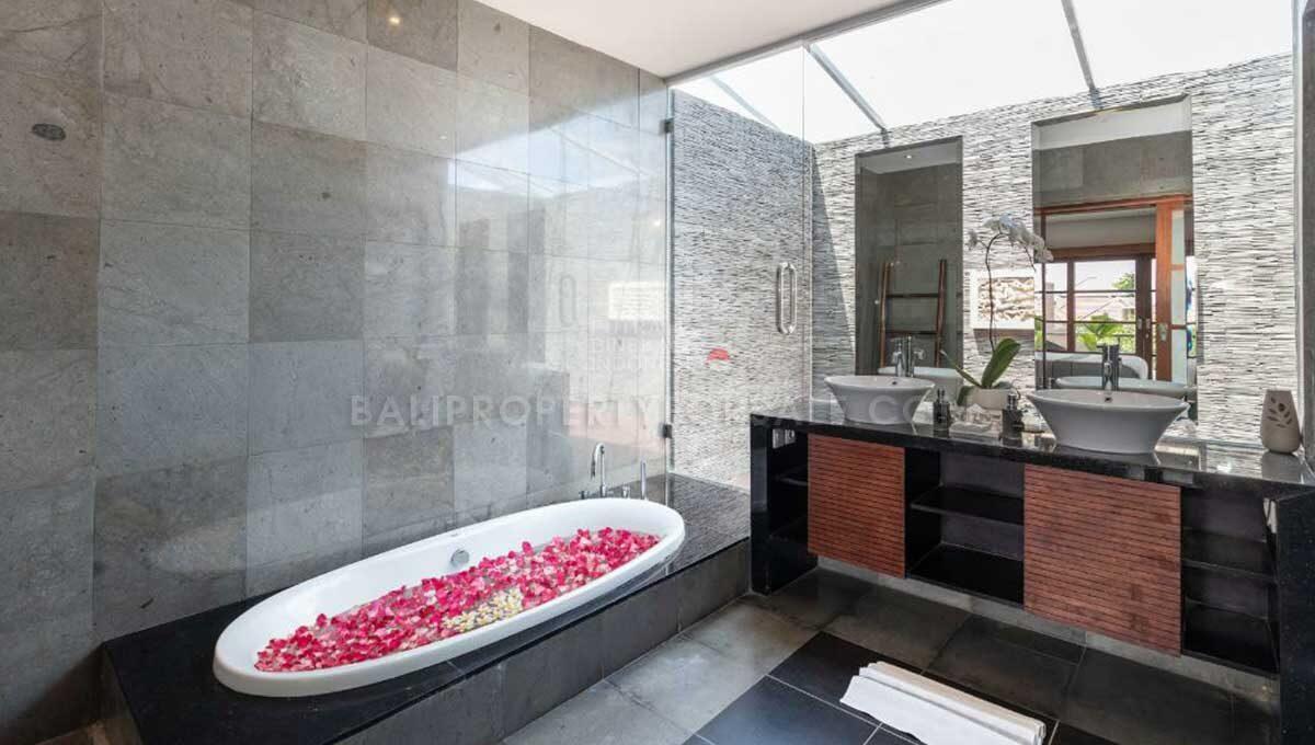 Seminyak-Bali-villa-for-sale-FH-0707-a-min